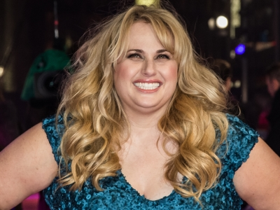 At the London premiere of 'How To Be Single,' Rebel Wilson admits she isn't the best at giving love-life advice; while co-star Dakota Johnson and director Christian Ditter sing her praises as an actress. (Feb. 10)