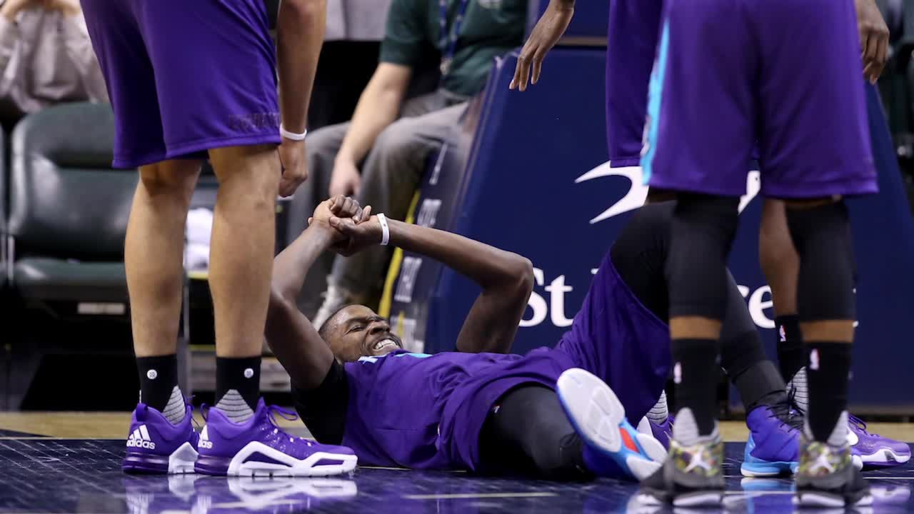 Charlotte Hornets forward Michael Kidd-Gilchrist dislocated his right shoulder on Wednesday night, the team announced.