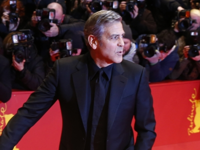 Kicking off the Berlin Film Festival, the cast of 'Hail, Caesar!' hit the red carpet where George Clooney outed Tilda Swinton as the A-List film's biggest diva and drew attention to her interesting hairstyle. (Feb. 12)