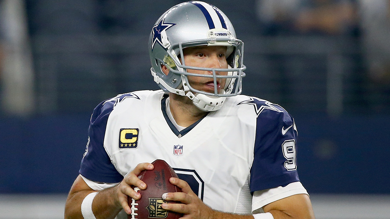 Dallas Cowboys quarterback Tony Romo discusses whether preventative surgery is needed for his collarbone and reviews his team's disappointing season.
