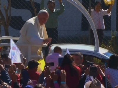 Raw: Thousands Gather for Pope Francis Mass