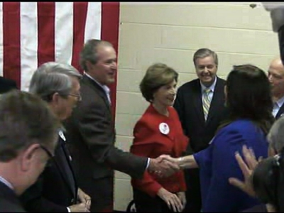 Jeb Bush brings brother, mom on campaign trail