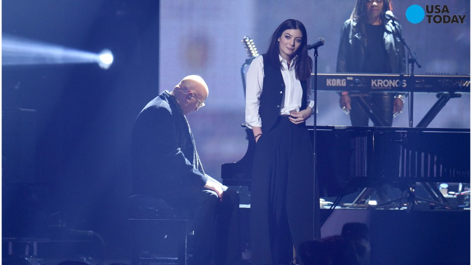 Lorde gets emotional while paying tribute to David Bowie
