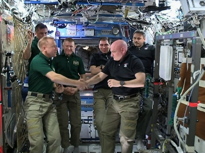 Kelly hands over command of Int'l Space Station