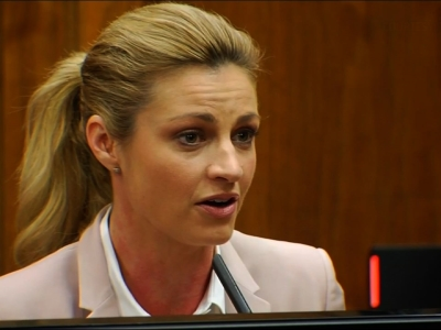 Erin Andrews breaks down while testifying about her stalker