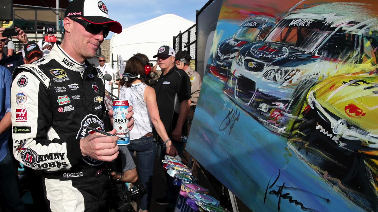 Kevin Harvick held off Carl Edwards in the final lap to win Good Sam 500 via photo finish.