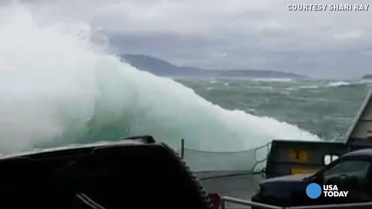 Huge waves hit a San Juan ferry and the cars inside