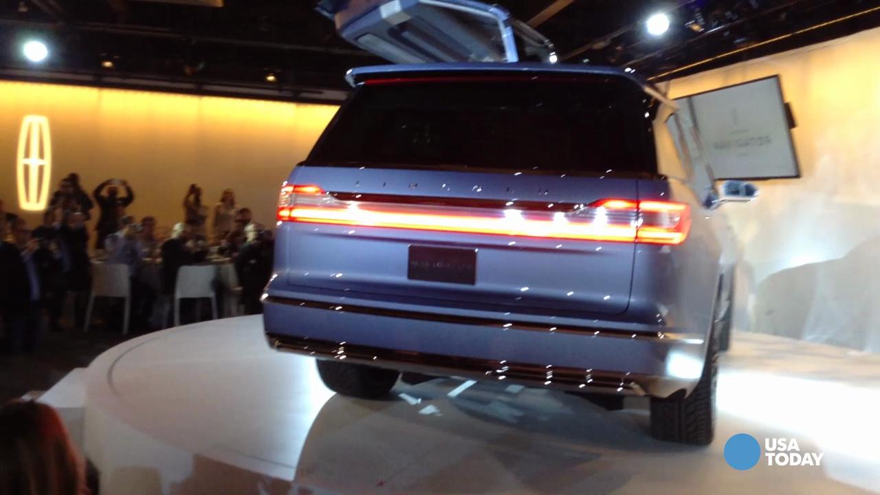 Gullwing Doors Wow N Y Auto Show Crowd In New Lincoln Navigator Concept