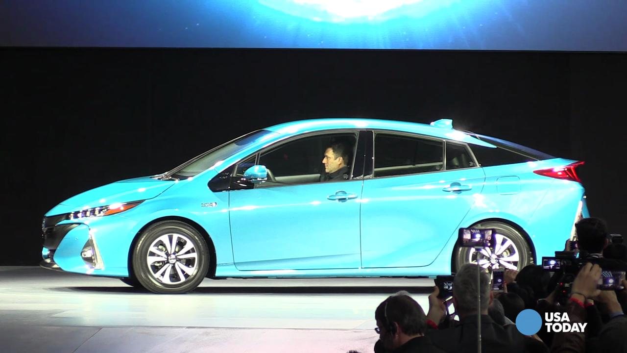 toyota unveils new prius hybrid at new york auto show. Black Bedroom Furniture Sets. Home Design Ideas
