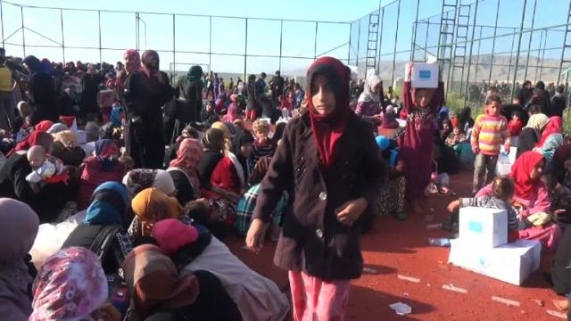 Thousands of Iraqis flee fighting south of Mosul