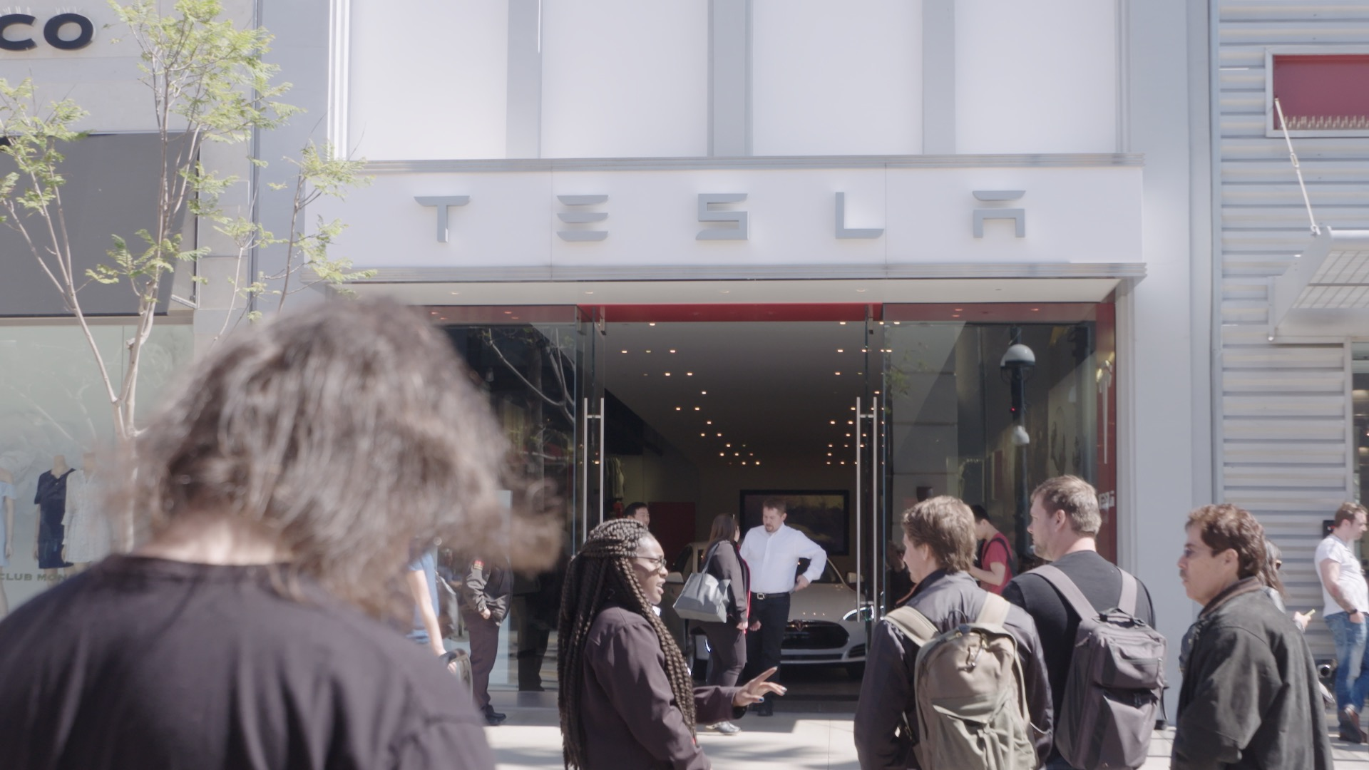 Hundreds line up outside Tesla stores to pre-order Model 3