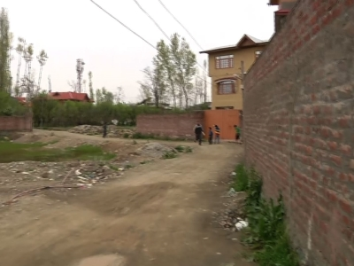 People in Indian Kashmir rushed out of their homes Sunday as strong tremors were felt in the region following a powerful earthquake that also rattled Pakistan's capital and other cities. (April 10)