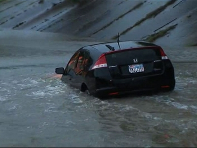 Reporter saves driver from rising floodwaters in Texas