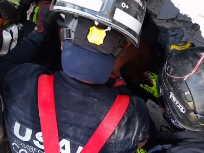 Raw: Ecuadorian Man Rescued Alive From Rubble