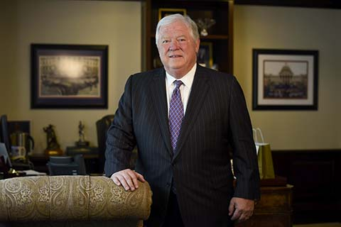"""Former RNC chairman Gov. Haley Barbour predicts GOP """"dip"""" following convention"""