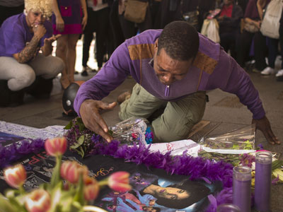 Fans Around the World Mourn and Celebrate Prince