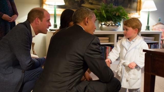 Prince George skips his bedtime to meet the Obamas