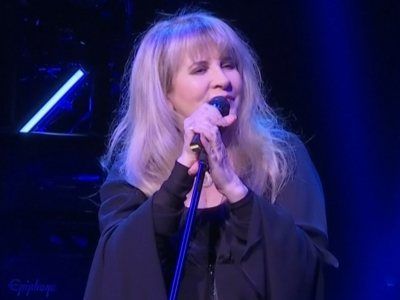 Stevie Nicks remembers Prince at surprise show