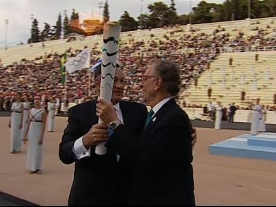 Raw: Rio 2016 President Receives Olympic Flame