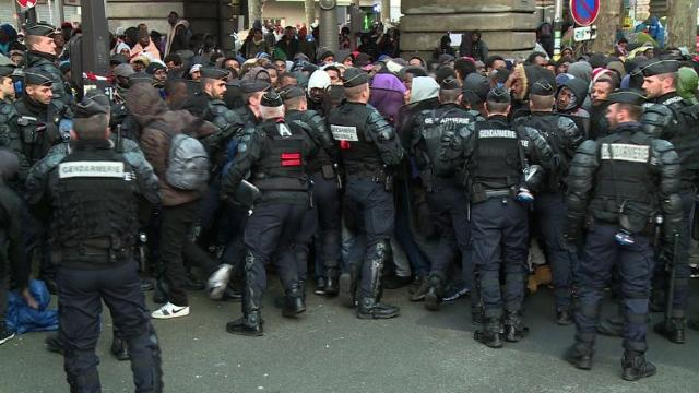 More than 1,000 people evacuated from Paris metro migrant camp