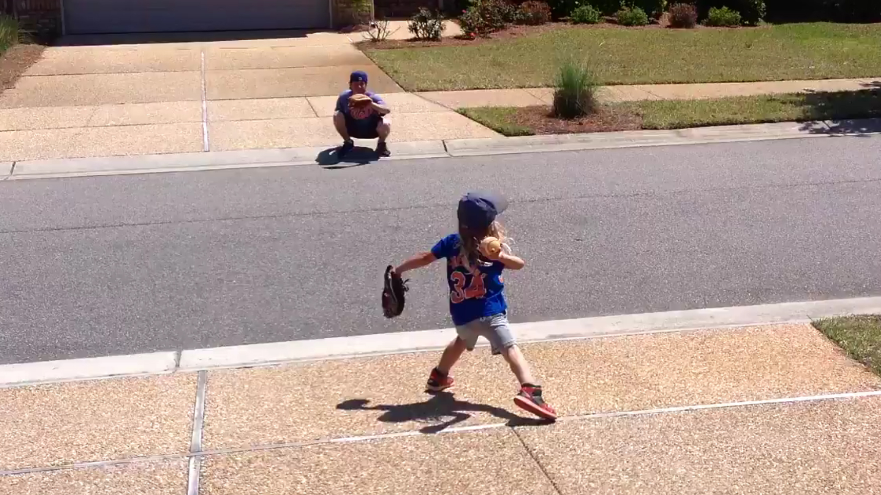 5-year old Ashtin just showed everyone that not only does he look like Noah Syndergaard, but he can pitch like him too.