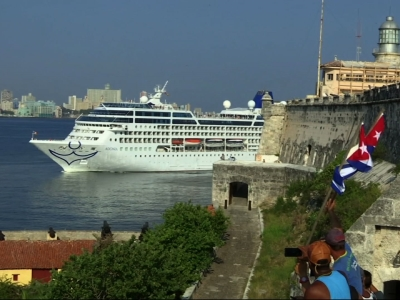 Raw: First cruise ship in 40 years docks in Cuba