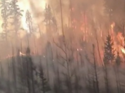 A massive wildfire raging in Alberta, Canada grew to more than 210,000 acres in size and officials would like to move south about 25,000 evacuees who had previously fled north. (May 5)
