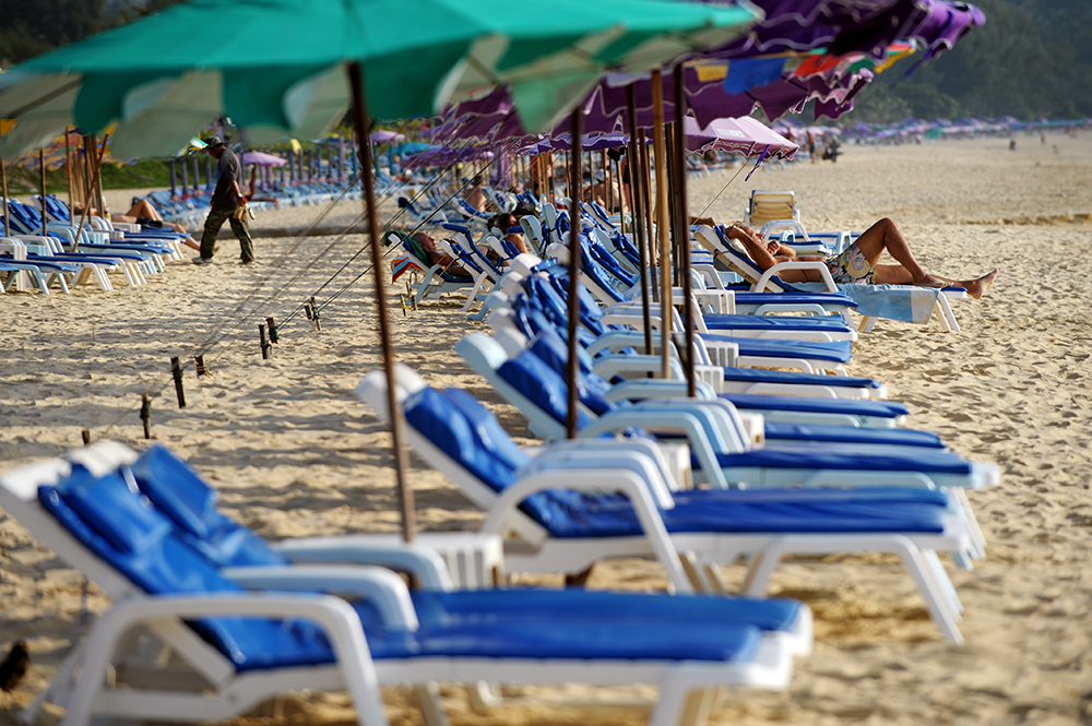 """Overcrowded' Thai island to close"