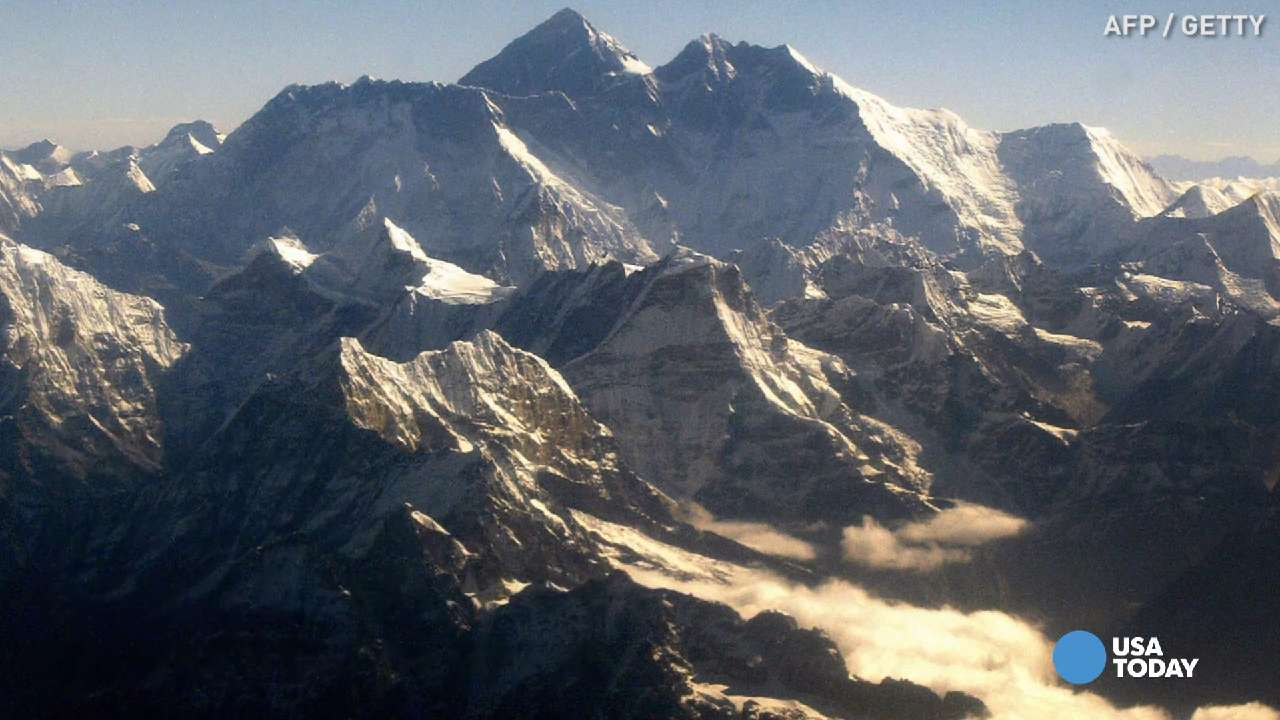 Two climbers die on their way down Mount Everest