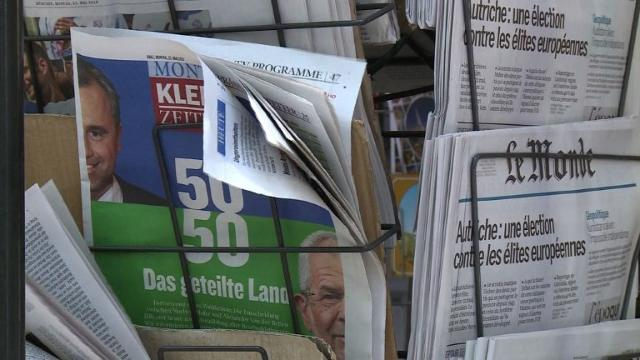 As Austria counts hundreds of thousands of postal votes to resolve a knife-edge election, residents in Vienna express their views on Freedom Party candidate Norbert Hofer who could become the EU's first far-right anti-immigration president.Video pro