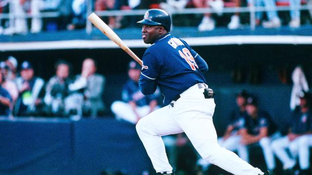 Tony Gwynn's family sues tobacco industry