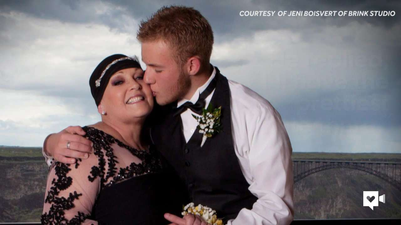 Teen takes his terminally ill mom to the prom