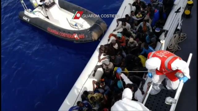 1,900 migrants rescued near Italy, hundreds more feared dead