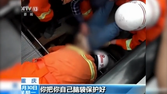 A repairman suffered extensive injuries after being swallowed up by an escalator on Sunday in southwest China's Chongqing Municipality, according to China Central Television. (May 31)