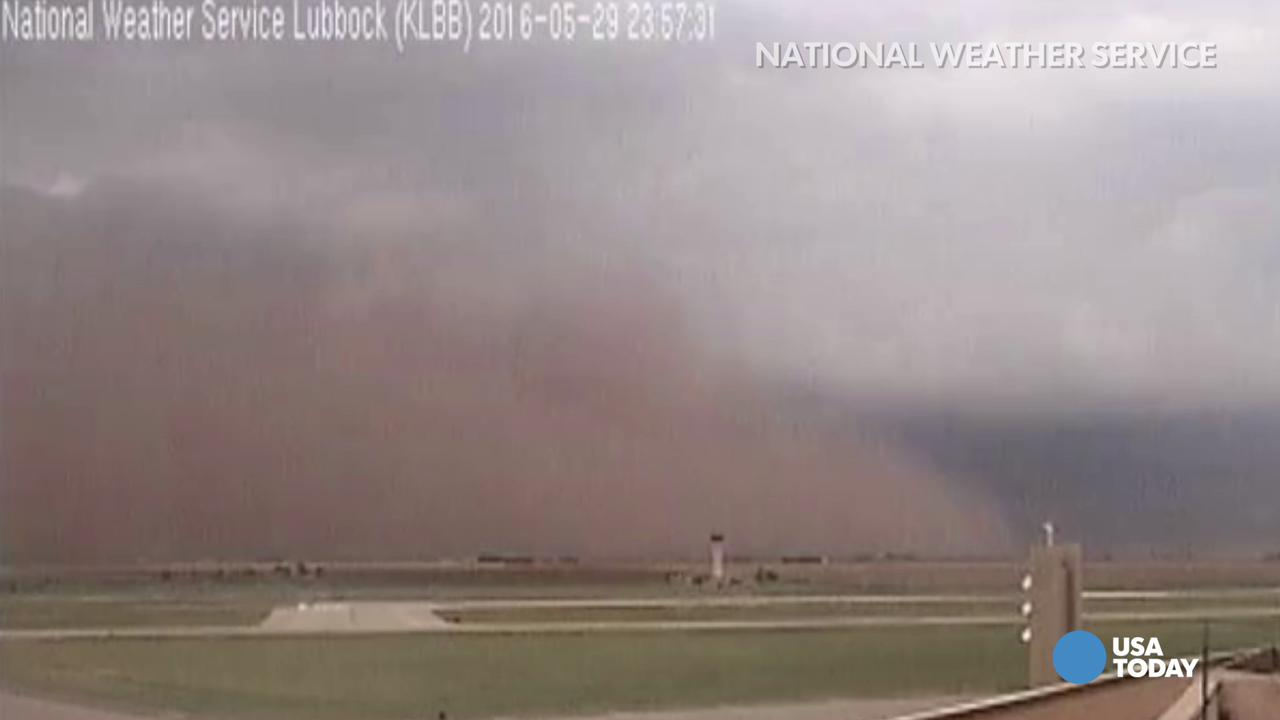 Haboob covers Texas airport