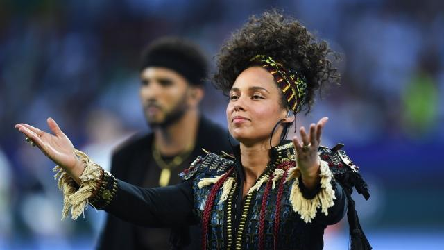Singer Alicia Keys wrote an opinion piece about how ditching makeup helped her feel empowered despite industry beauty standards.Video provided by Newsy