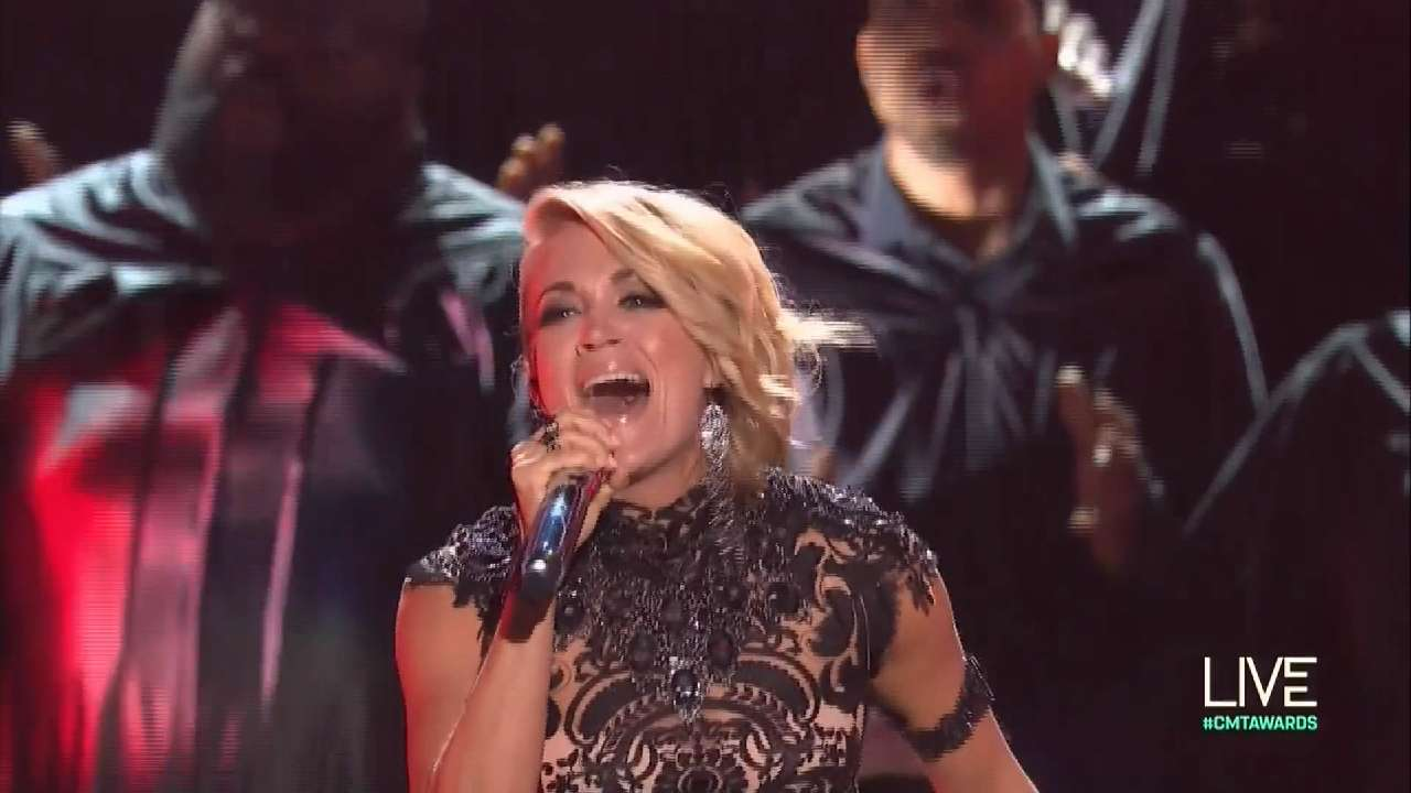 Carrie Underwood wins big at CMT Awards