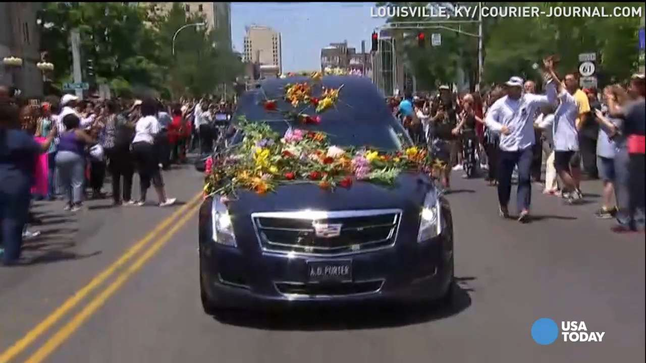 Fans honor Muhammad Ali during funeral procession