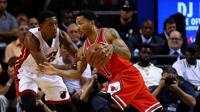 Derrick Rose is headed to New York after the Knicks traded Robin Lopez, Jose Calderon and Jerian Grant to get the former MVP.Video provided by Newsy