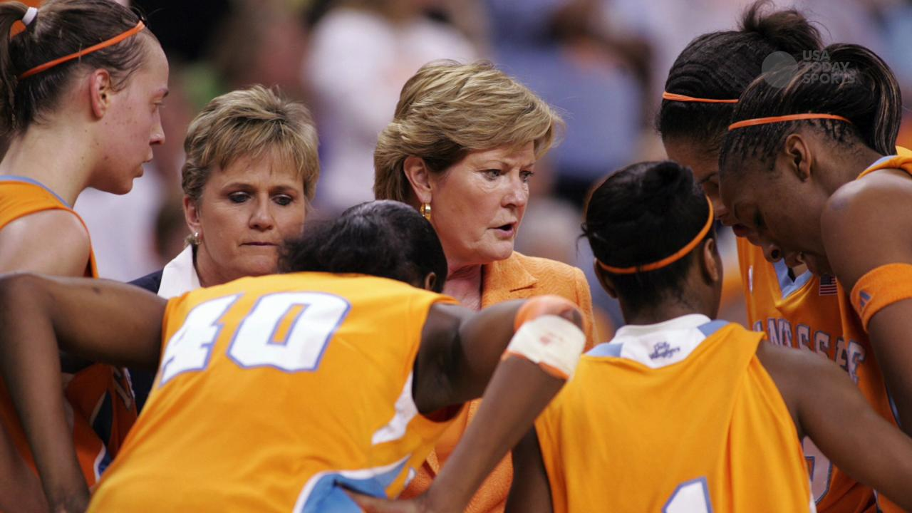 Pat Summitt dies at 64