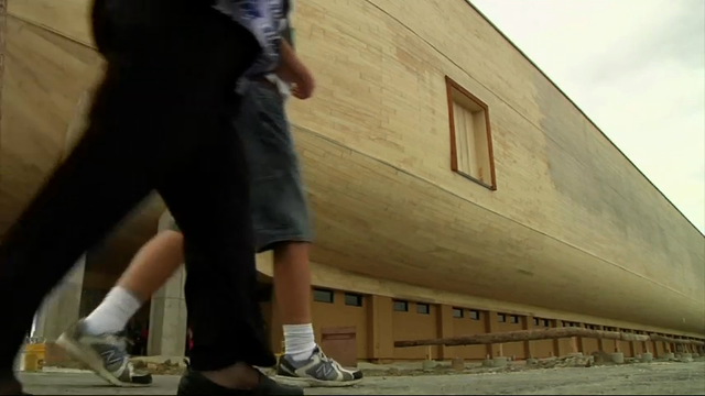 Tourists flock to huge Noah's Ark model
