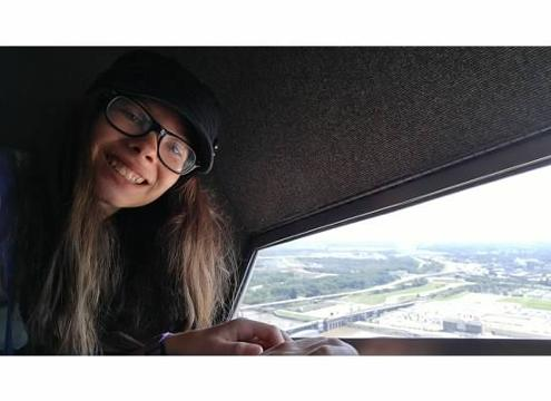 Teen going blind defies her disease by traveling
