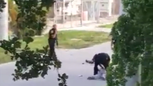Fla. examines police shooting as victim recovers