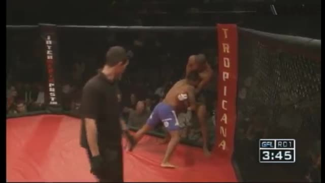 GFL Fight - Edson Barboza vs. Marcelo Giudici at Ring of Combat 30 – June 2010.m4v
