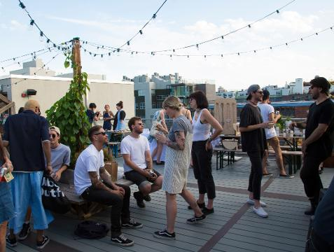 Retailers amp up shopping experience with bar, restaurants
