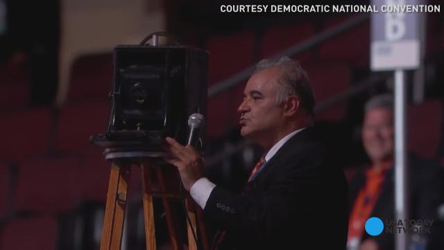 This is how the Dems take a group convention photo
