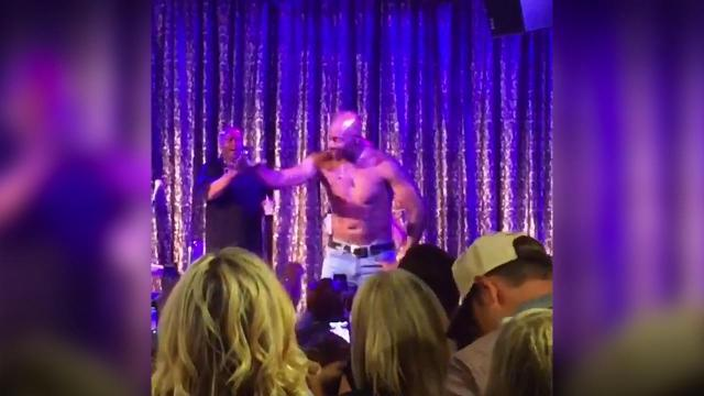 Mustard Minute: Jerry Rice dances shirtless, woos the ladies during weekend golf tournament