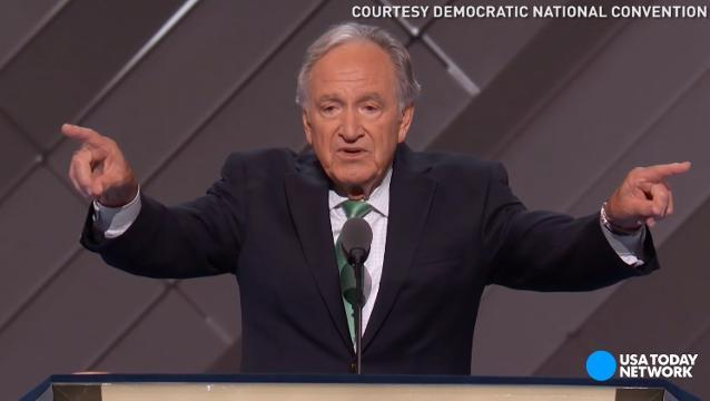 Tom Harkin teaches sign language at Dem convention