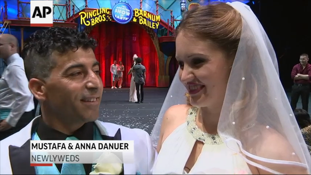 Two circus acrobats tied the knot on a tightrope during a performance in Houston. (July 27)