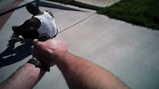 Body camera video shows Marcus Vick, the brother of quarterback Michael Vick, running from police before being arrested in Virginia on Sunday. (July 27)